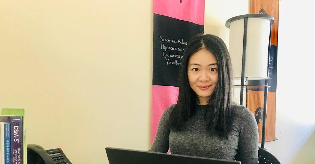 For China's Overwhelmed Doctors, an Understanding Voice Across the Ocean