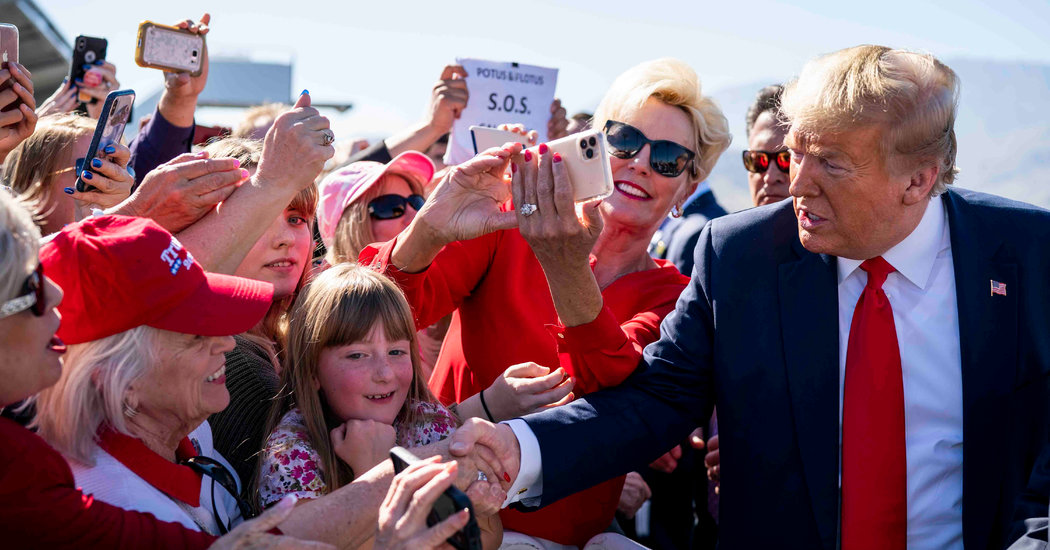 Trump, Campaigning in West, Fixates on Democrats and His Poll Numbers